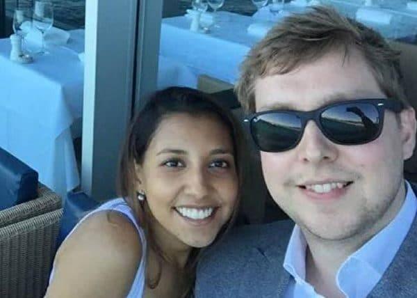 Chàng trai cầu hôn bạn gái khi máy bay đang rơi