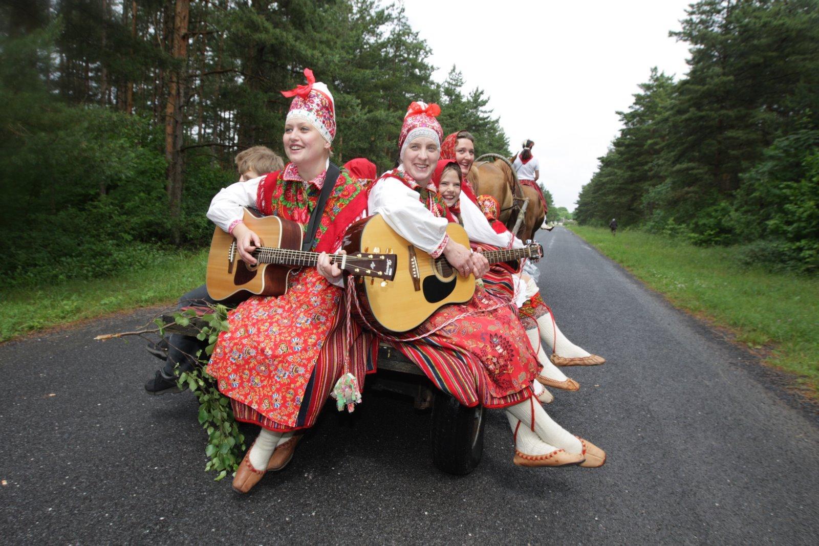 """Hòn đảo """"Tây vương nữ quốc"""" ở Estonia"""