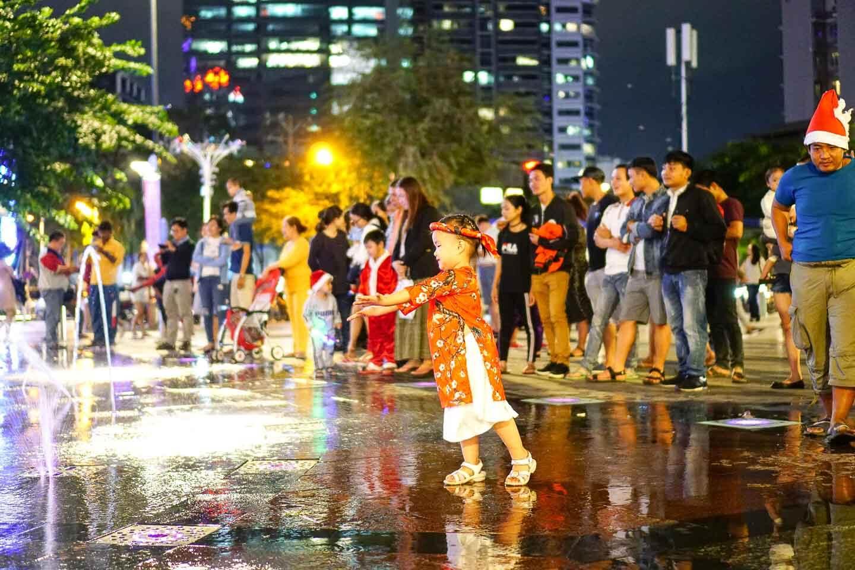 Noel ở phố đi bộ Nguyễn Huệ, Noel ở Sài Gòn