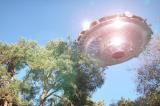 Người đàn ông chứng kiến UFO bay qua đã sợ hãi đến mức ngã xe