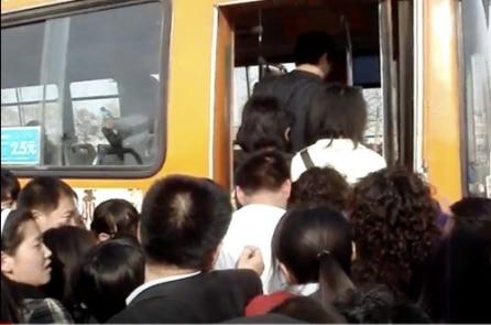 Vì sao người Trung Quốc nhất định phải chen lấn mà không muốn xếp hàng?