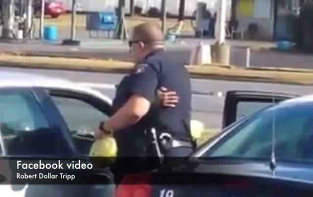 Người phụ nữ trộm trứng bị bắt và được cảnh sát tặng 2 xe thức ăn
