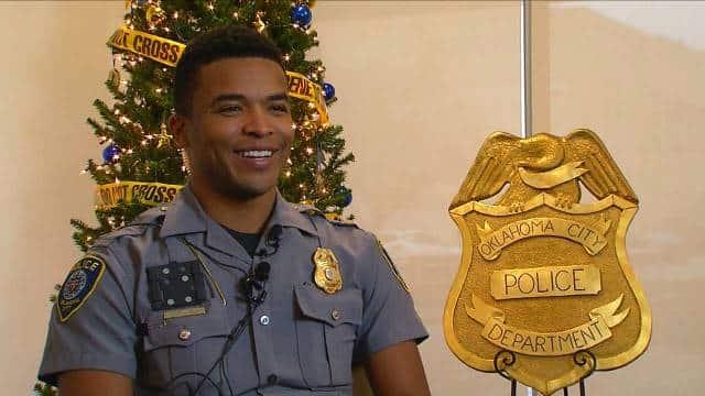 Cảnh sát Mỹ hành động bất ngờ khi cậu bé 13 tuổi nhặt vỏ lon để mua quà Giáng sinh cho mẹ