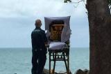 """Bức ảnh """"ngắm biển"""" khiến cả nước Úc xúc động"""