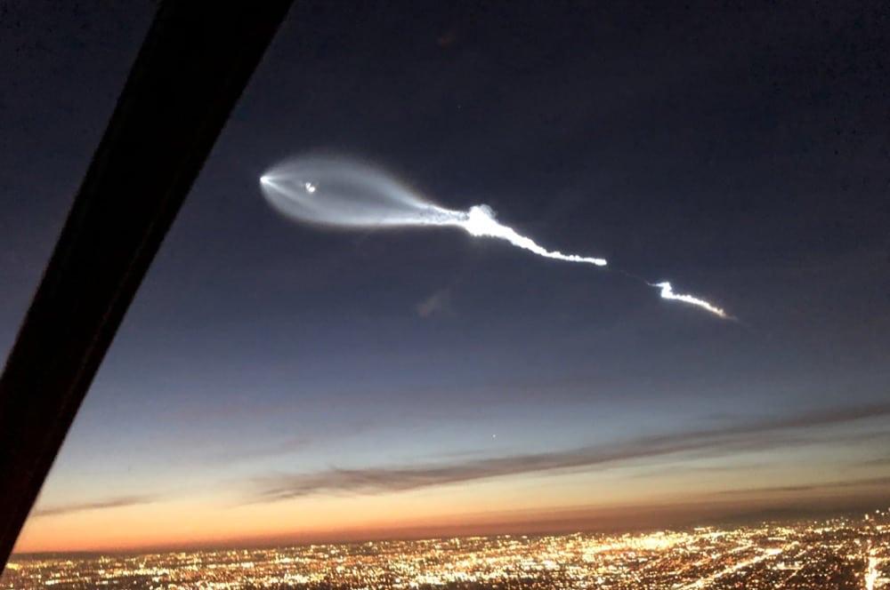 Tên lửa của Space X để lại một đám mây kỳ lạ trên bầu trời bang California