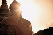 Thần Phật vì sao không giúp để con người hết khổ?