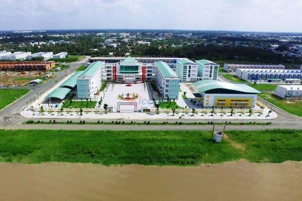 Trường THPT Võ Văn Kiệt, Bà Nguyễn Thị Minh Giang
