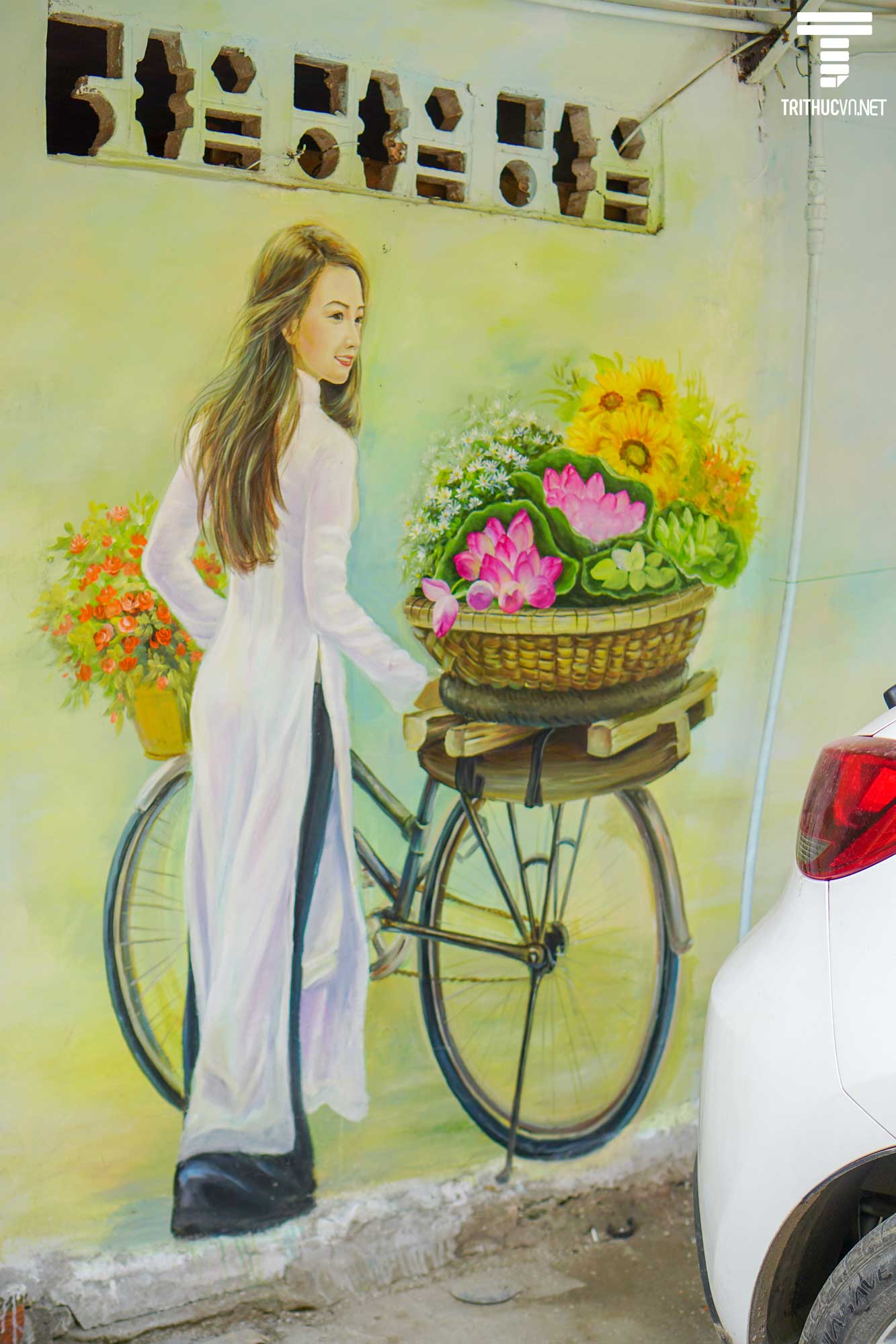 Khu tập thể cũ Hà Nội bỗng trở nên sống động và tươi mới với bích họa 3D chào Xuân