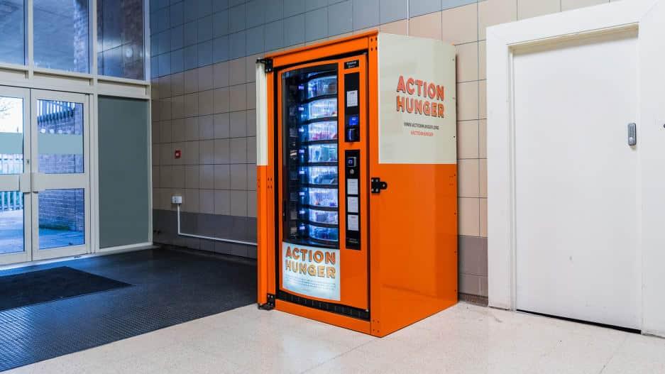 Vô gia cư, máy bán hàng tự đồng, lòng tốt, Anh quốc: Lắp đặt máy bán hàng tự động miễn phí cho người vô gia cư