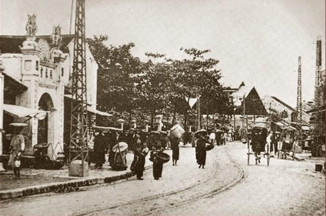 Ảnh đen trắng về Hà Nội chụp từ tranh hiếm