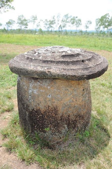 Bí ẩn Cánh đồng Chum ở Lào và truyền thuyết về những người khổng lồ