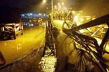 TP.HCM: Sập cầu Long Kiển, xe máy rơi xuống sông