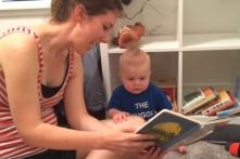 Người mẹ Mỹ tiết lộ lý do con trai 10 tháng tuổi rất yêu thích đọc sách