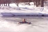 Làm thế nào để sống sót khi rơi vào hố băng?