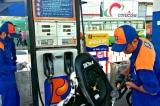 Giá xăng lại tăng phi mã: E5 tăng hơn 400 đồng/lít, RON 95 tự do lên sát 21.000 đồng/lít