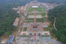 'BOT cửa chùa': Khi 'thương mại tâm linh' trên đà nở rộ