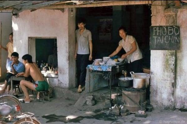 Quán xá Hà Nội đầu những năm 90 (Ảnh)