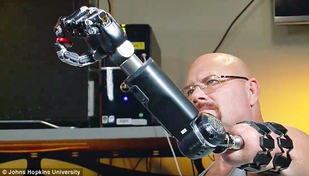 cánh tay robot điều khiển bằng ý nghĩ