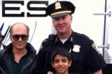 """Cảnh sát trưởng Mỹ """"bắt cóc"""" 2 mẹ con khiến họ cảm động bật khóc"""