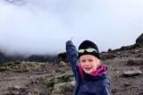 Cô bé 7 tuổi chinh phục đỉnh Kilimanjaro để được 'gần với cha'