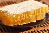 Trị bệnh, khỏe người, và làm đẹp từ mật ong nguyên tổ và sáp ong