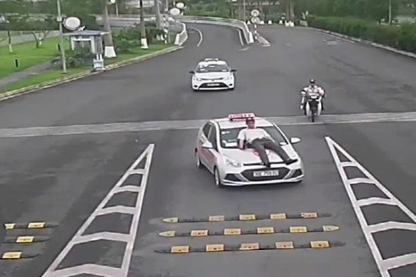 taxi đâm nhân viên