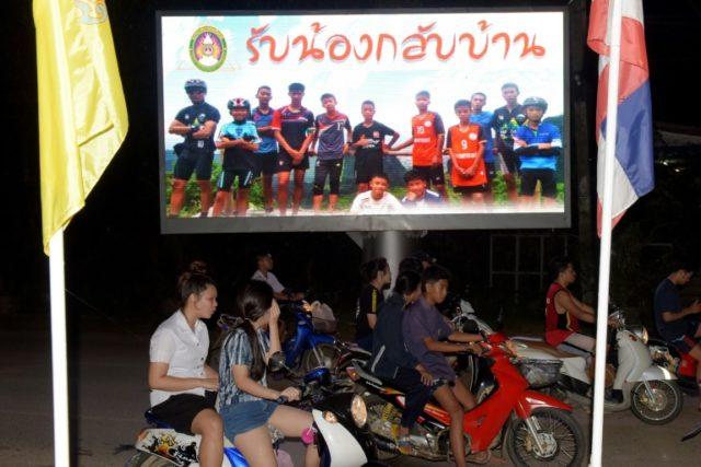 doi-bong-nhi-Thai-Lan
