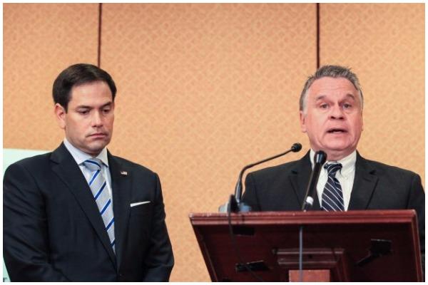 Hạ nghị sỹ Chris Smith (Phải), và Thượng nghị sỹ Marco Rubio phát biểu về việc công bố Báo cáo Hàng năm 2018 của Ủy ban CECC về tình hình nhân quyền và diễn biến pháp quyền tại Trung Quốc, ở Washington ngày 10/10/2018. (Ảnh: Jennifer Zeng/The Epoch Times)