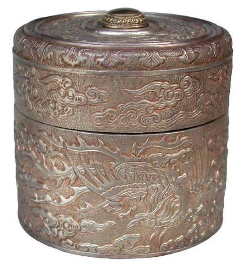 Đồ bạc nhật dụng thời Nguyễn ở Bảo tàng Cổ vật Cung đình Huế