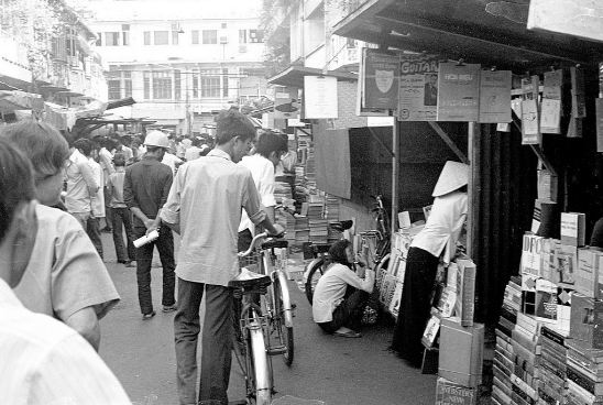 Góc nhỏ Sài Gòn: Buổi sáng ở đường sách