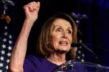 """Bà Pelosi tìm cách xóa các cụm từ chỉ định giới tính như """"Cha, mẹ, con trai, con gái"""""""
