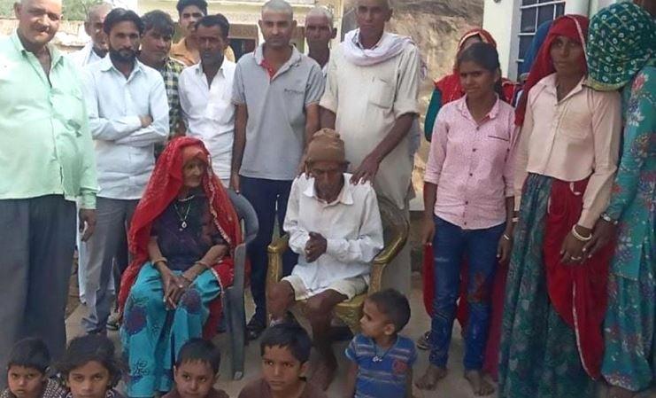 Ông cụ 95 tuổi Ấn Độ sống lại trong đám tang của mình