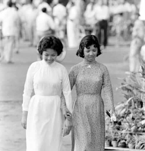 Sài Gòn xưa: Guốc Ngù Ngà là Padukas?