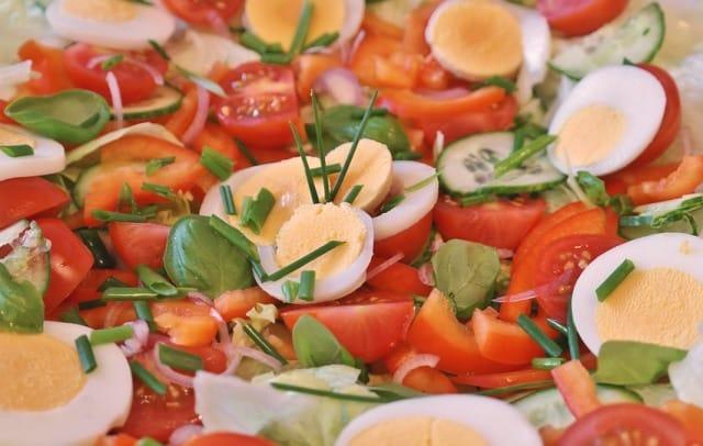 4 công thức salad đơn giản giúp bạn nạp đủ năng lượng mà không bị ngấy
