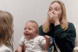 Xúc động em bé cười liên tục khi lần đầu tiên được nghe rõ