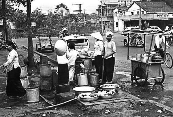 Thuở Sài Gòn xài nước phông-tên