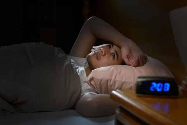 12 lý do khiến bạn thường xuyên bị thức dậy lúc nửa đêm