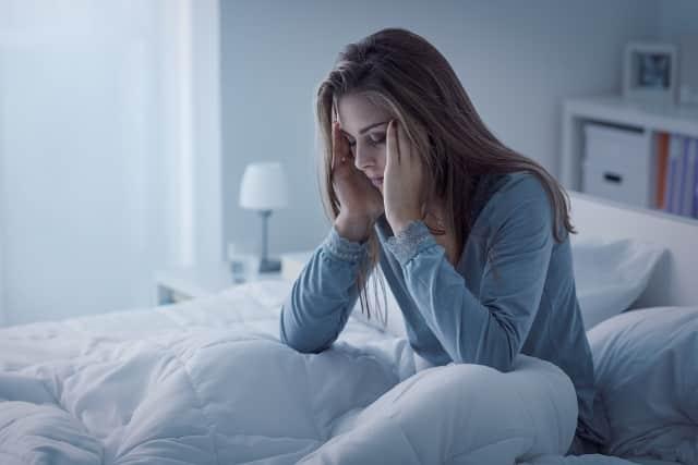 12 lý do khiến bạn thường xuyên bị thức dậy lúc nửa đêm, bổ sung canxi
