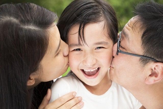 Nghiên cứu: Tình thương cha mẹ tác động sâu rộng đến thành công của con