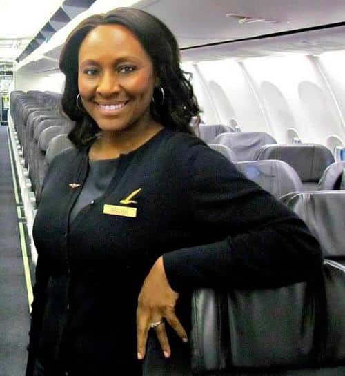 Nữ tiếp viên hàng không Mỹ cứu cô bé 14 tuổi bị lừa bán trên máy bay