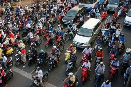 Cấm xe máy tại các quận Hà Nội: 'Người dân đi lại bằng gì?'