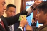 Lưỡng hội TQ: Phóng viên nước ngoài bị xua đuổi khi hỏi về vấn đề Tân Cương