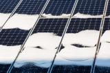 Tấm pin năng lượng tạo ra điện từ… tuyết