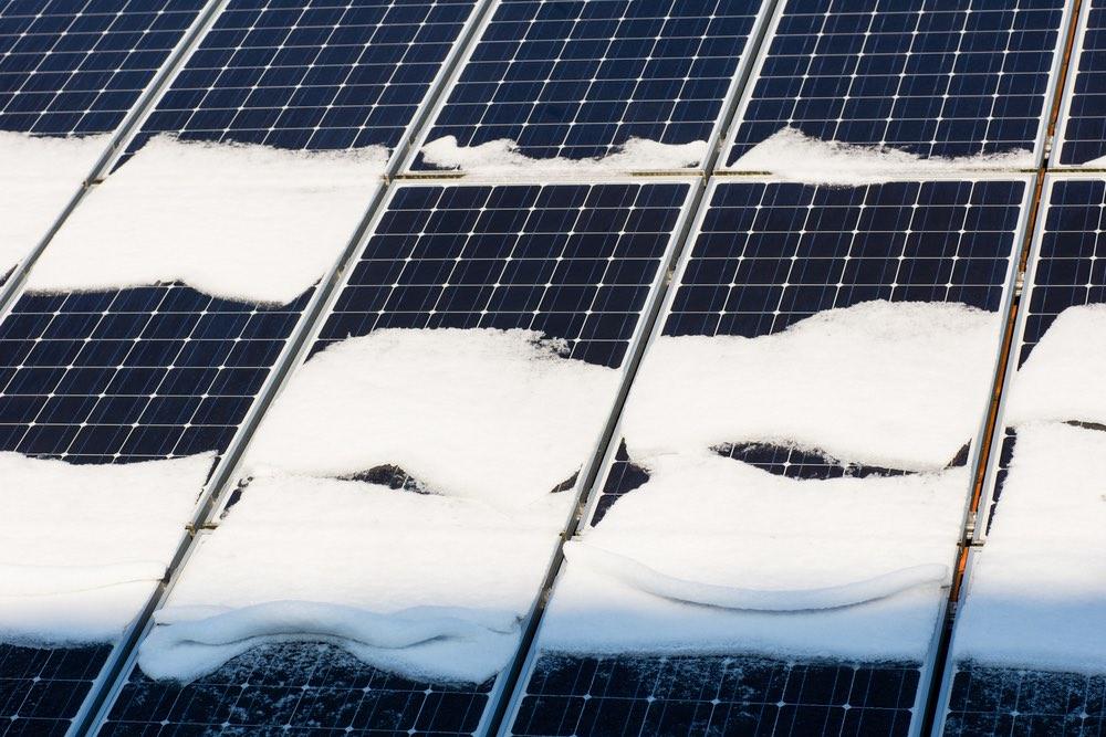 Tấm pin năng lượng tạo ra điện từ… tuyết. Ảnh 1