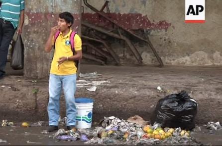 Thảm cảnh di dân Venezuela: Mắc kẹt tại bãi rác Brazil, tranh ăn với kền kền