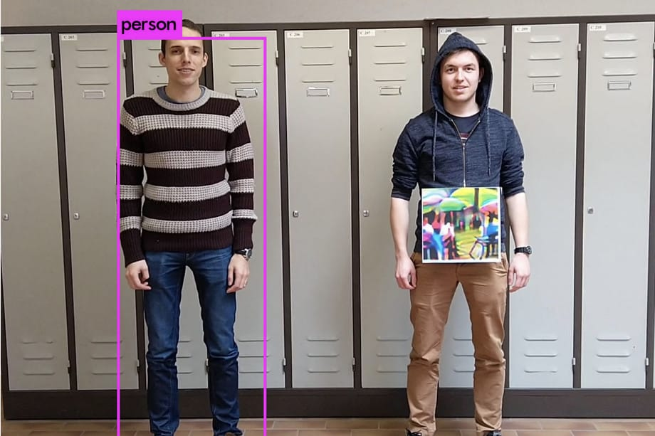 ví dụ đối lập đánh lừa camera giám sát AI