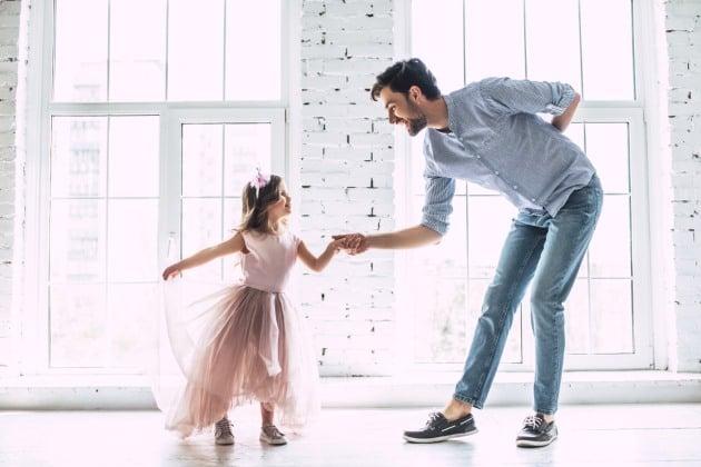 Cách bày tỏ tình cảm giúp con trẻ cảm nhận giá trị bản thân