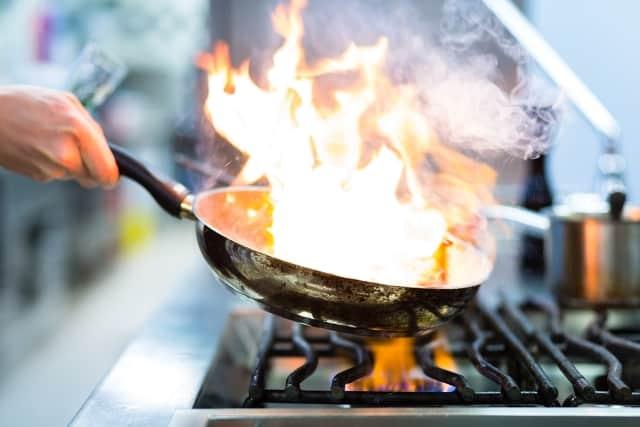 """""""Kẻ"""" gây ung thư phổi trong nhà bếp, 3 điều cần lưu ý khi nấu ăn"""