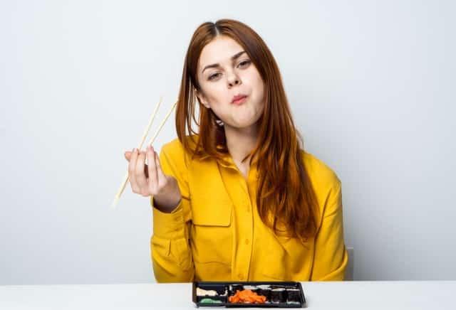 """5 thói quen sống khiến bạn """"ngày càng xấu đi"""""""