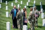 Tổng thống Trump và phu nhân viếng thăm nghĩa trang Arlington